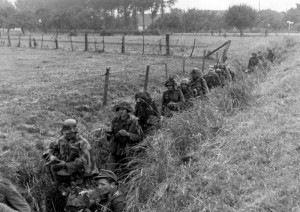 Arnheim 1944, German soldiers advance through a ditch